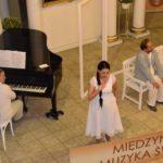 Bernadetta Grabas<br>mezzosopran<br><br>Mariusz Siudziński<br>aktor<br><br>Michał Grabias<br>fortepian
