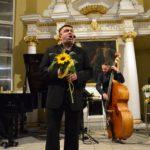 Tomasz Lorek (aktor)<br>śpiew<br><br>Krzysztof Maciejowski<br>skrzypce<br><br>Eugeniusz Kubta<br>kontrabas<br><br>Dorota Zaziąbło<br>fortepian