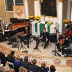 <u>Quinteto El Tango:</u><br>Ewa  Kaczmarek - Lewera fortepian<br>Bartłomiej  Dyner - kontrabas <br>Maciej  Ćwikliński - akordeon <br>Jacek  Matuszewski  - gitara <br>Rafał  Rydyger - skrzypce